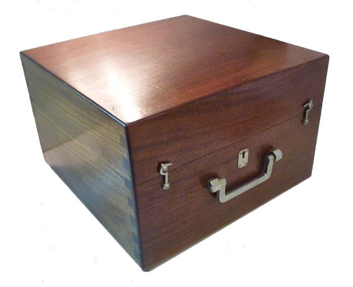 Deluxe Mahogany case with quality hardware image