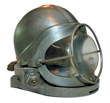 3/4 right side view of helmet image
