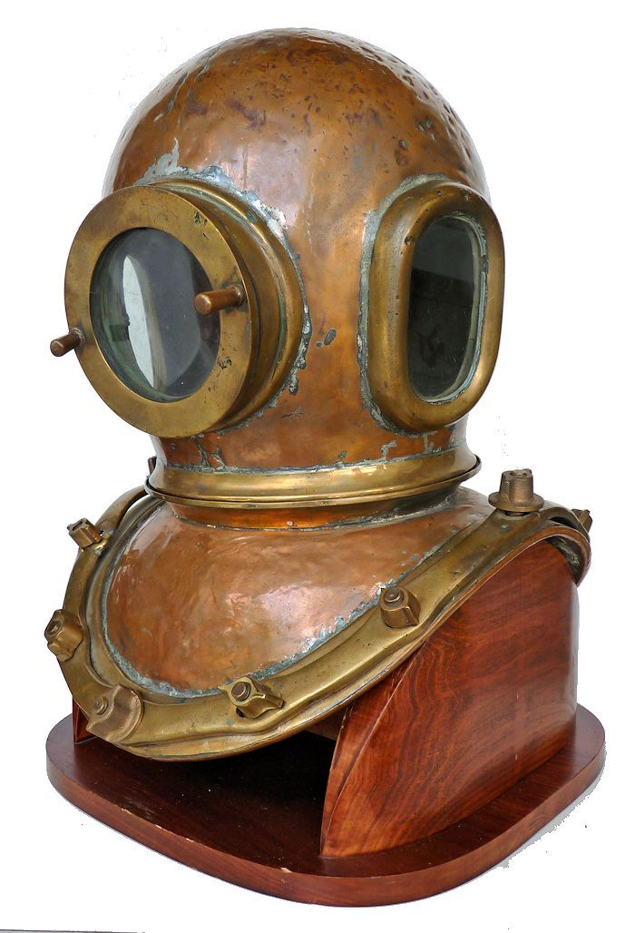Two Chilean images of this dive helmet, side by side border=
