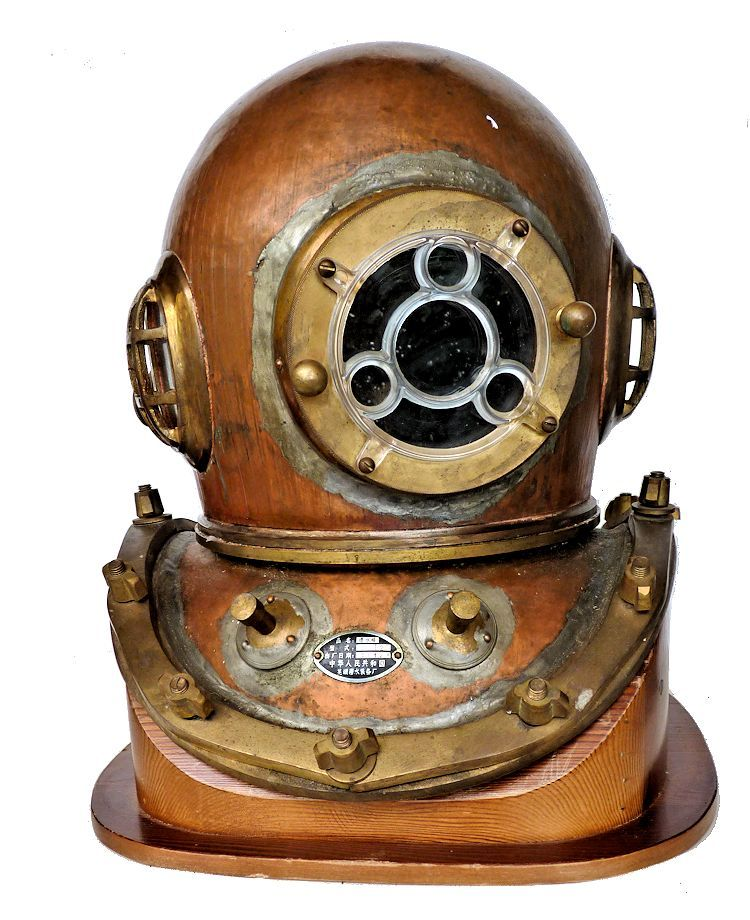 FRont view of Chinese 12 bolt dive helmet image