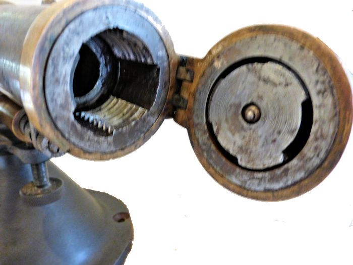 Cannon showing the threads of the open breech image
