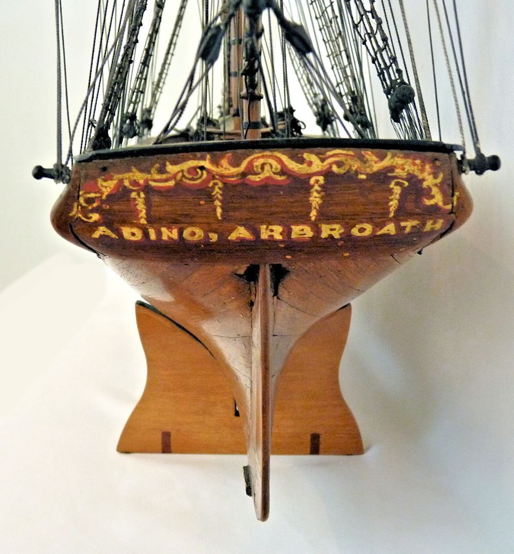 Transom with name and hailing port image