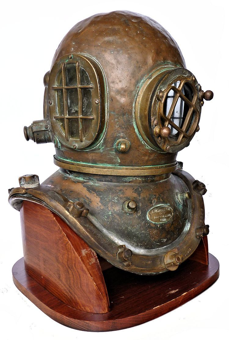Partial right side view of Morse Commercial helmet image