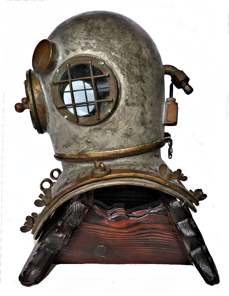 Leftside of the Craftsweld dive helmet image