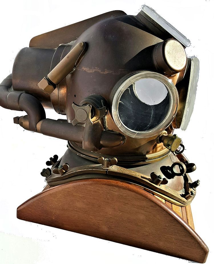 Right side of the Yokohama helium dive helmet image