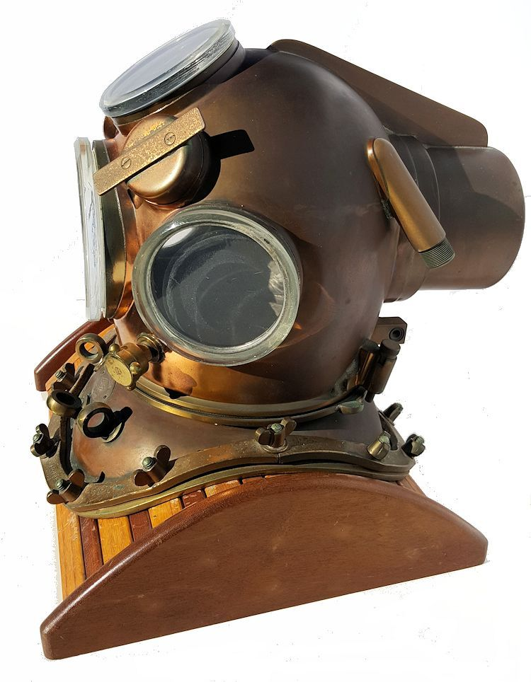 Left side of the Yokohama helium dive helmet image