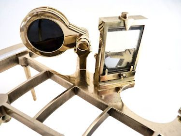 Horizon mirror of oldest Plath bronze frame sextant image