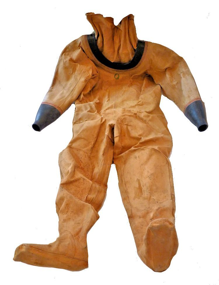 Siebe Gorman 12 bolt diving suit image